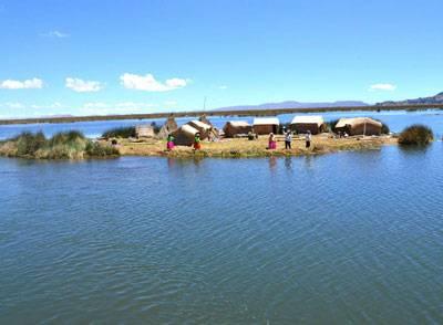 Voyage sur les iles flottantes du lac Titicaca et de l'ile Taquile