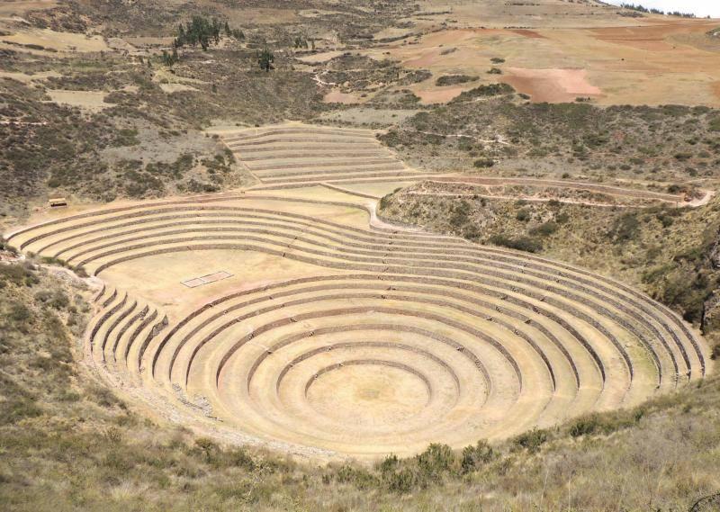 terrasses de Moray dans la vallée sacrée des incas au Pérou