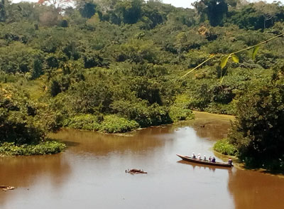 voyage sur le fleuve en amazonie péruvienne